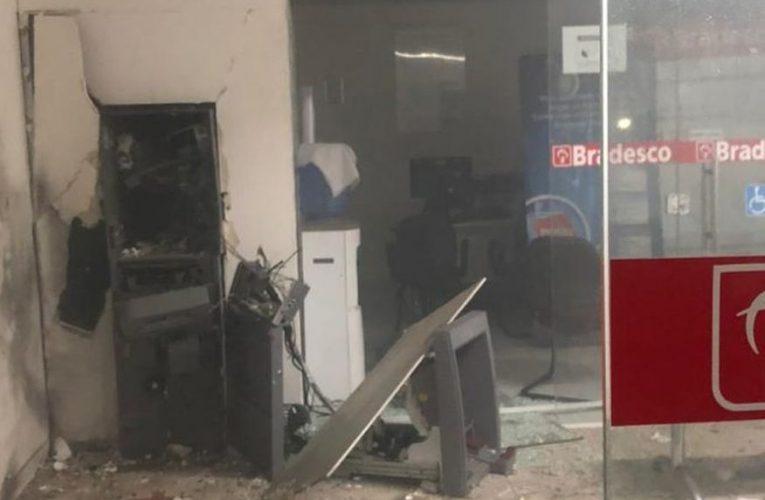 Bandidos explodem agência do banco Bradesco em Jericó